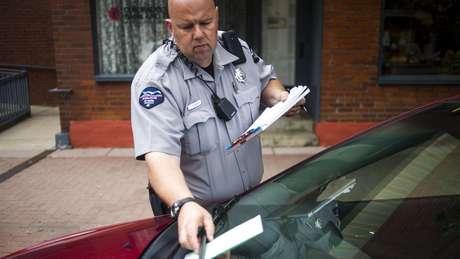 As multas por pequenas infrações podem se tornar um peso para os mais pobres