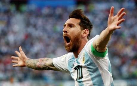 Messi comemora gol contra a Nigéria