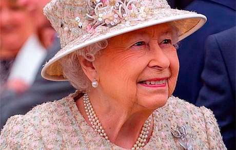 Rainha Elizabeth II cancela participacao em missa