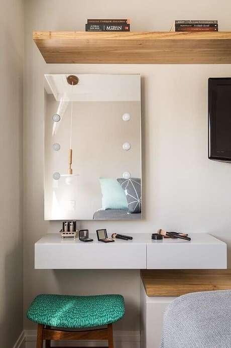 39. Penteadeira simples com espelho estilo camarim