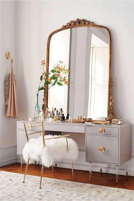 47. Modelo de penteadeira com espelho bronze estilo provençal