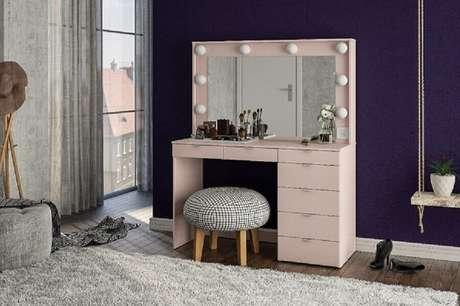 50.Modelo rosé de penteadeira simples com espelho estilo camarim