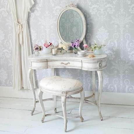 4. Lindo modelo de penteadeira vintage perfeita para decoração provençal com estilo romântico.