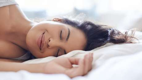 A vida moderna nos faz usar mais do tempo durante o dia para atividades e compensar com menos horas dormidas