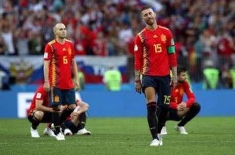 Espanhóis lamentam derrota para a Rússia  1/7/2018     REUTERS/Albert Gea