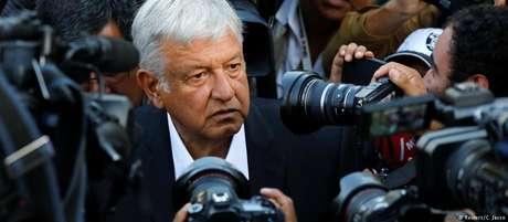 Andrés Manuel López Obrador, de 64 anos, é chamado de Amlo pelos seus apoiadores e tenta pela terceira vez chegar à presidência
