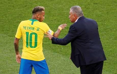Tite e Neymar em jogo da seleção brasileira na Copa da Rússia 27/06/2018   REUTERS/Maxim Shemetov