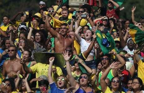 Torcedores do Brasil comemoram gol no Rio de Janeiro   2/7/2018    REUTERS/Ricardo Moraes