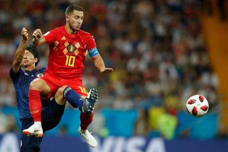 Hazard deu assistência para o gol de Fellaini (Foto: Odd Andersen / AFP)