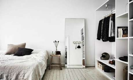 11. Utilizar o espelho grande para quarto apoiado na parede é tendência