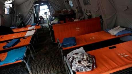 Um hospital temporário foi criado nas proximidades da entrada da caverna para receber os garotos e o técnico presos na caverna