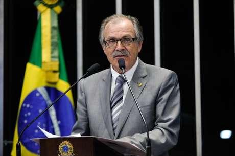 Senador Dalírio Beber (PSDB-SC)propôs congelar salários de servidores públicos federais em 2019