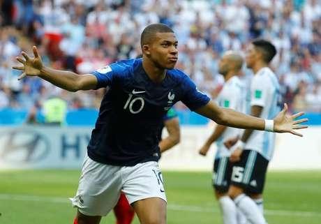 Atacante francês Kylian Mbappe comemora um de seus gols na vitória contra a Argentina 30/06/2018 REUTERS/Michael Dalder