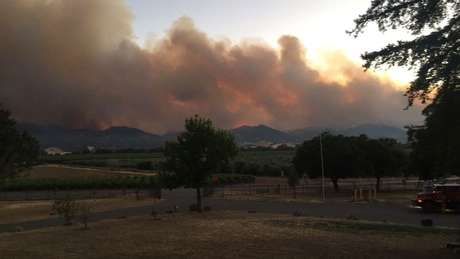 Fumaça cobre parte do céu devido a incêndio florestal na Califórnia 02/07/2018 Cortesia do Departamento de Proteção Florestal da Califórnia