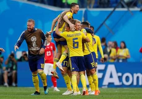 Suecos comemoram classificação às quartas de final após vitória sobre a Suíça por 1 a 0