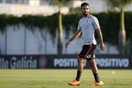 Clayson é dúvida no Corinthians para o amistoso contra o Cruzeiro (Foto: Daniel Augusto Jr)