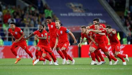 Inglaterra comemora classificação