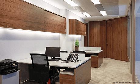 21 -Mesa para escritório com gaveta de tampo branco.