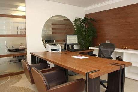 """10 – Modelo de mesa para escritório em """"L"""" ."""