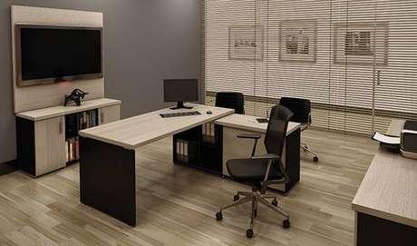 30 – Mesa para escritório em formato L rebaixado.