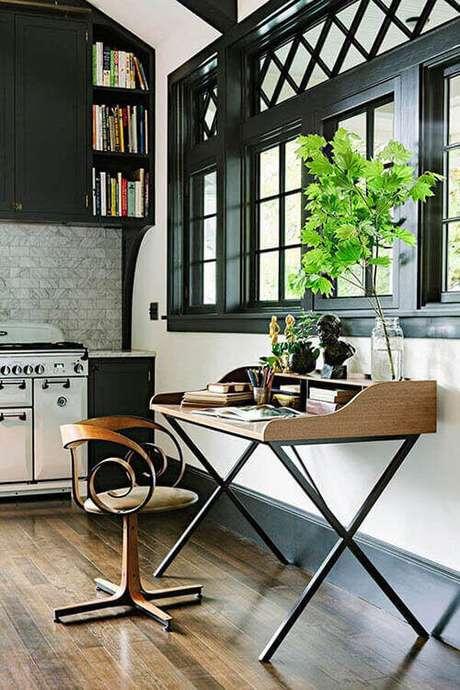 3 – Mesa para escritório também pode ser colocada na cozinha.