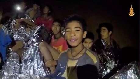 Meninos tailandeses presos em caverna, em imagem retirada de vídeo divulgado pela Marinha 03/07/2018 Marinha tailandesa/Divulgação via Reuters TV