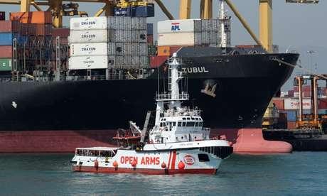 Barco de resgate chega a porto de Barcelona com imigrantes 04/07/2018 REUTERS/Albert Gea