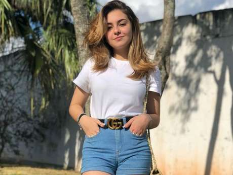 Klara Castanho, de 17 anos, contou que diminui inchaço no corpo com dranagem
