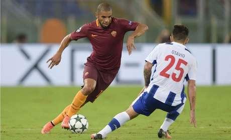 Bruno Peres fez 25 jogos pela Roma na última temporada europeia (Foto: Divulgação)