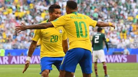 Neymar e Roberto Firmino marcaram os gols da classificação da Seleção Brasileira contra o México (Foto: AFP)