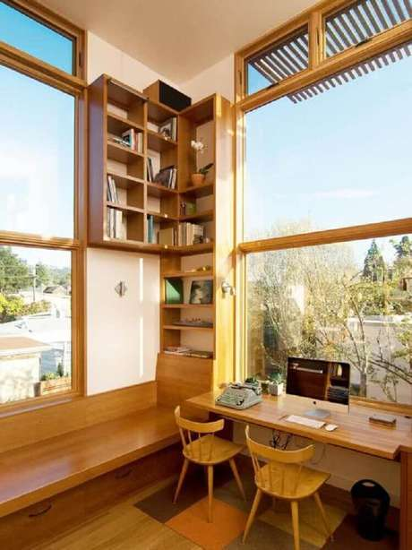 48. Decoração para home office com móveis de madeira na cor castanho