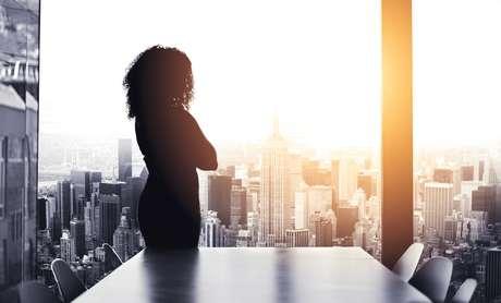 Apesar do desempenho melhor ao longo prazo, as mulheres sofrem com a desconfiança dos investidores sobre suas capacidades