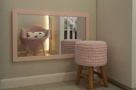 4bd497c2f3 Espelho baixo em quarto montessoriano. Projeto de Debora Marquardt