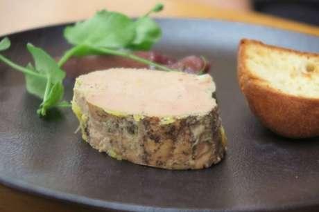 Ponto alto do menu no La Terrasse é o o foie gras com brioche e pera cozida em vinho
