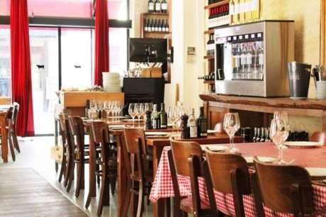 Pratos tradicionais e ótima carta de vinhos no centro de Bordeaux