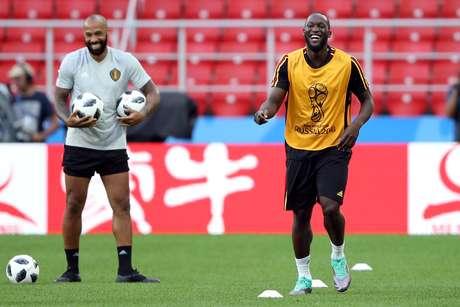 Henry e Lukaku riem juntos em treino da Bélgica