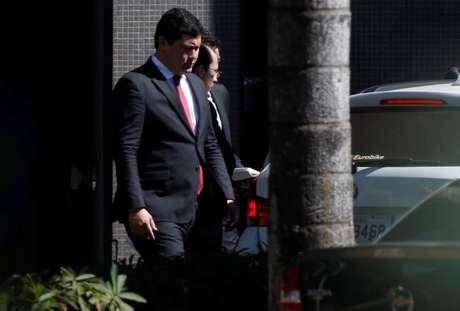 Ministro do Trabalho, Helton Yomura, deixa sede da Polícia Federal em Brasília 05/07/2018 REUTERS/Adriano Machado
