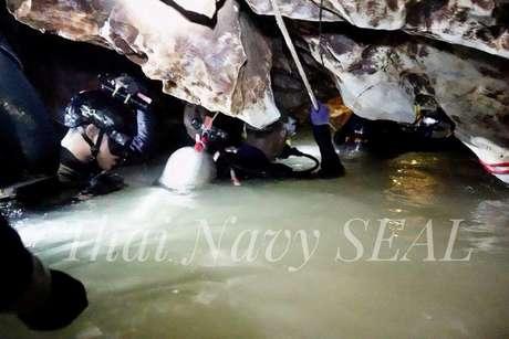 Imagem da Marinha da Tailândia mostra galeria alagada