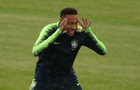 Neymar em treino do Brasil
