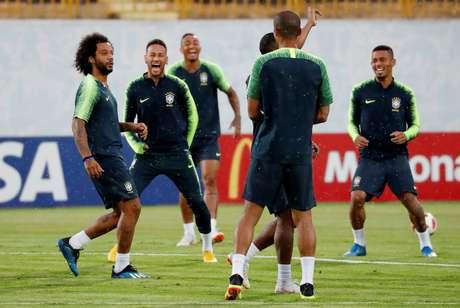 Jogadores brasileiros em treino antes da partida contra a Bélgica