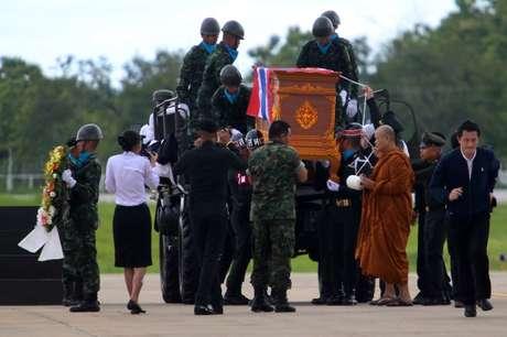 Monge budista lidera cerimônia em homenagem ao ex-mergulhador da Marinha tailandesa Samarn Poonan 06/07/2018 REUTERS/Stinger