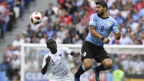 Suárez teve atuação apagada na partida realizada nesta sexta-feira (Foto: MARTIN BERNETTI / AFP)