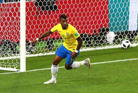 Paulinho marcou um gol pelo Brasil na Copa contra a Sérvia