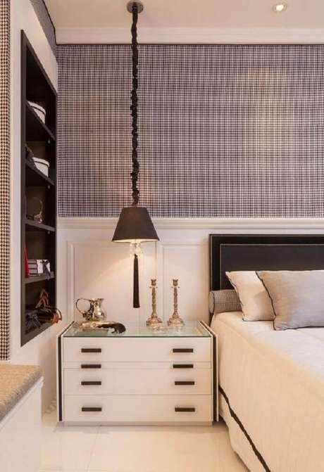 40. Neste modelo, os nichos para quarto que foram embutidos na parede ganharam bastante destaque devido à sua cor em contraste com a cor da parede