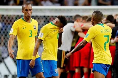 Jogadores brasileiros após eliminação para a Bélgica na Copa do Mundo