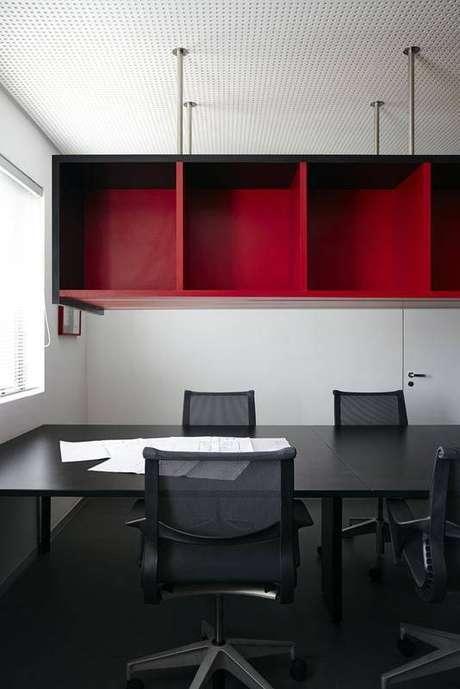 34. Em salas de reuniões e escritórios, utilizar nichos é uma excelente maneira para manter a organização