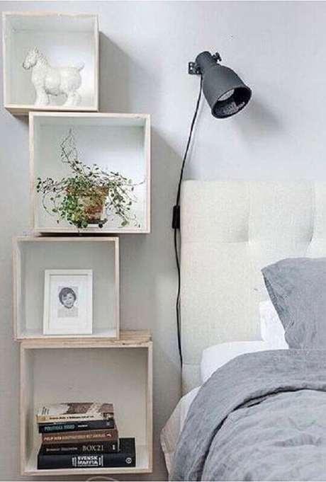 44. Decoração clean com nichos para quarto