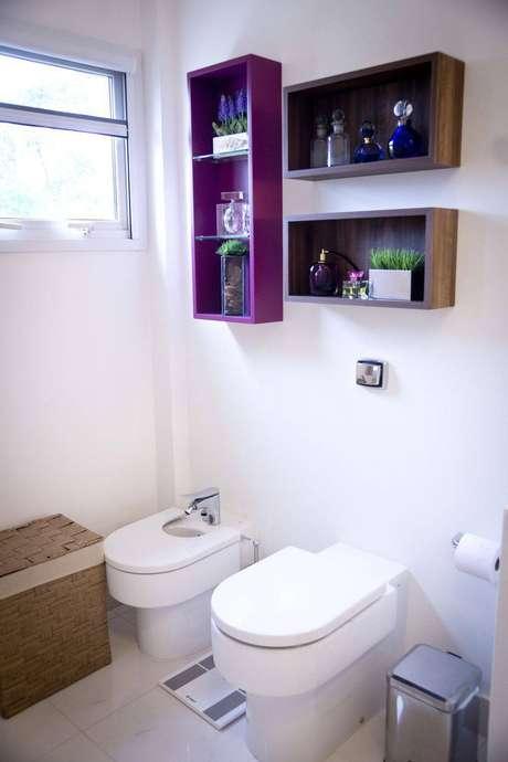 24. Utilize nicho no banheiro para manter a organização