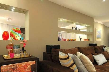 26. Os nichos espelhados podem aumentar o ambiente visualmente