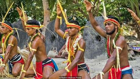 O povo yapese utiliza as chamadas pedras 'rai' como dinheiro há séculos | Foto: Robert Michael Poole
